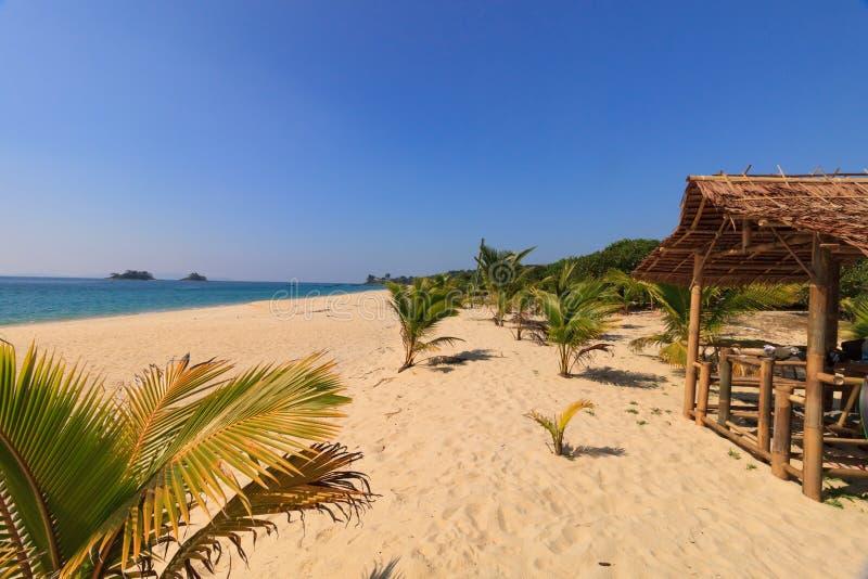 Praia na península de Dawei, Myanmar de Tizit imagens de stock royalty free