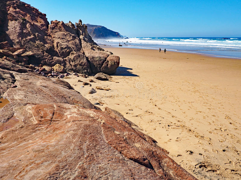 Download Praia no Algarve, Portugal foto de stock. Imagem de areia - 80100870