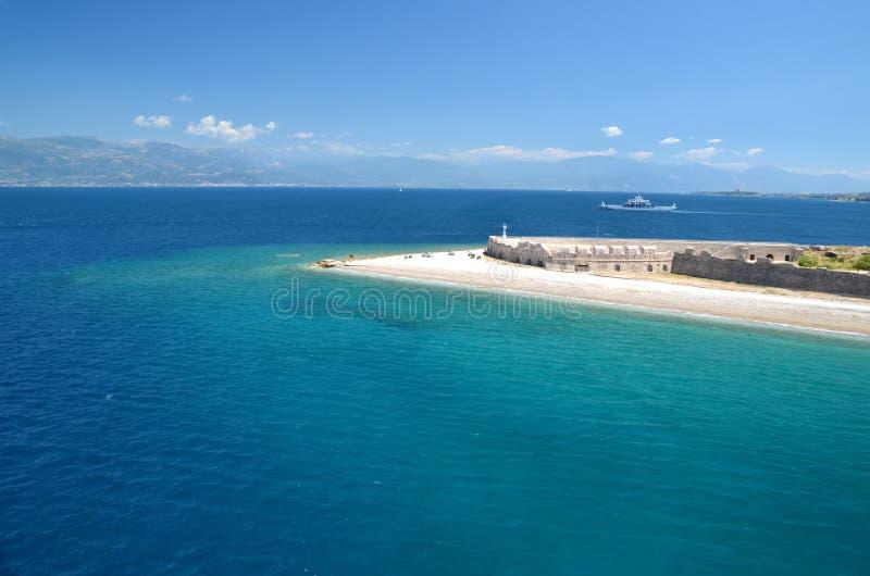 Praia no antirio de Grécia - de Patra rio fotos de stock royalty free