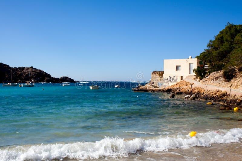 Praia no console de Ibiza imagens de stock royalty free