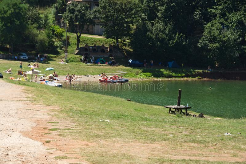 Praia no lago Bovan fotos de stock