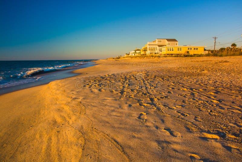 A praia no nascer do sol na praia de Edisto, South Carolina fotografia de stock