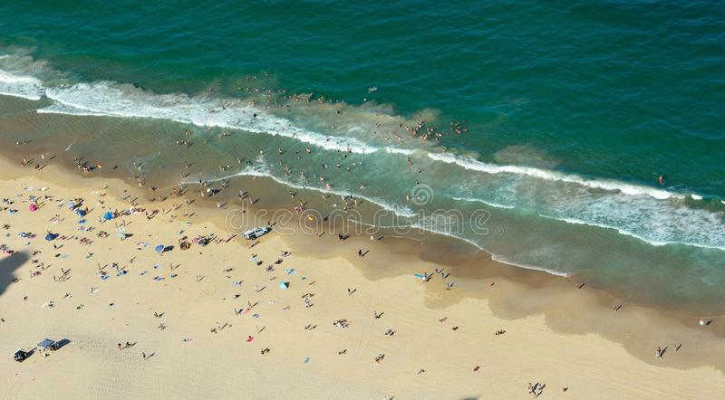 Praia no paraíso dos surfistas no Gold Coast em Austrália imagens de stock