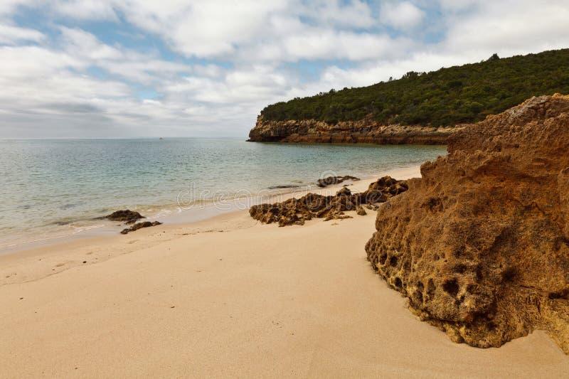 Praia no parque nacional de Arrábida. fotografia de stock royalty free