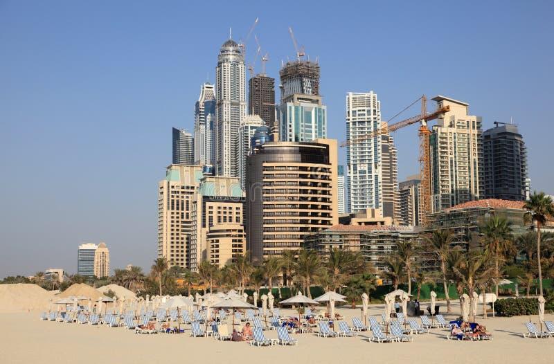 Praia no recurso de Dubai Jumeirah imagem de stock royalty free