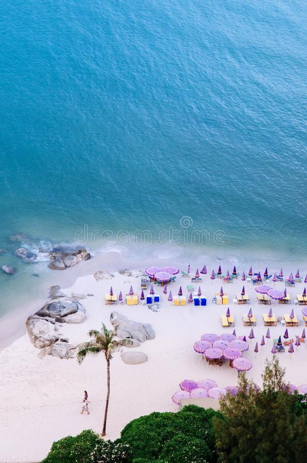 Praia no verão, costa de Hua Hin da vista aérea de Tailândia fotografia de stock