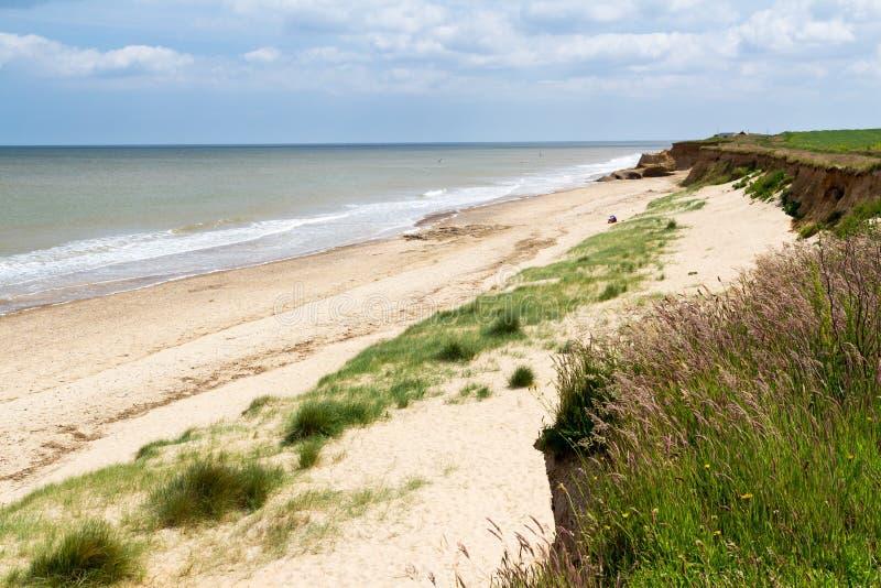 Praia Norfolk Inglaterra de Happisburgh imagens de stock