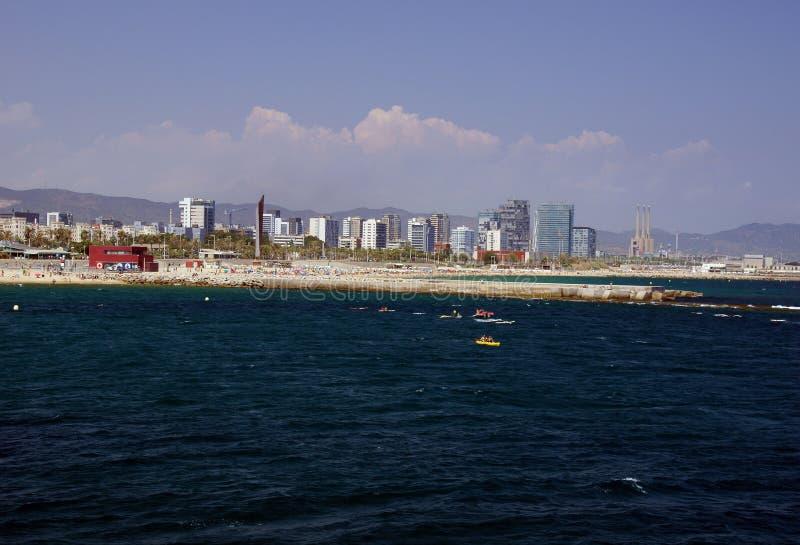 Praia norte de Barcelona vista do mar imagem de stock