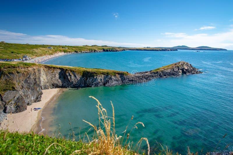 Praia pequena de Saint Davids de Tyddewi, Gales imagens de stock