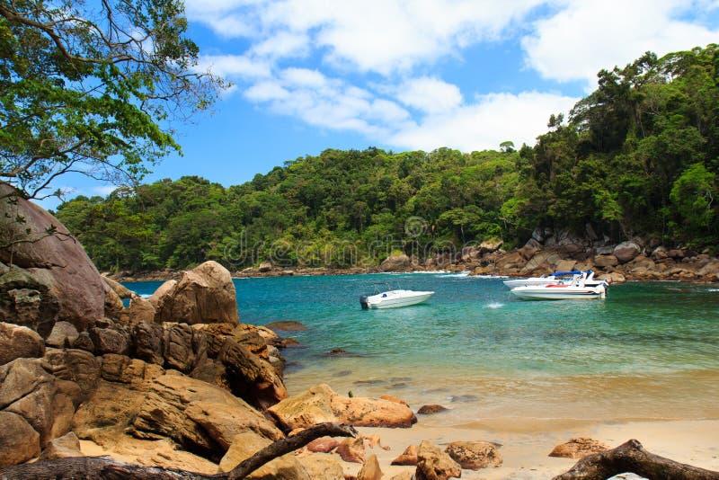 Praia pequena escondida Caxadaço, Ilha grandioso, Brasil imagem de stock