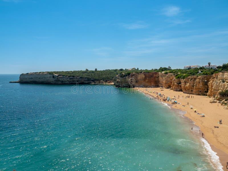 Praia perto de Armacao de Pera foto de stock royalty free