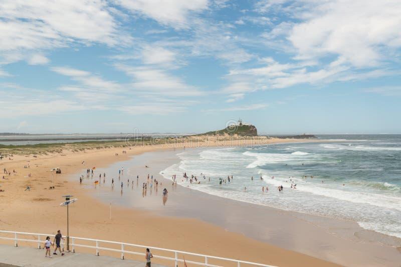 Praia popular em Newcastle, NSW, Austrália fotografia de stock royalty free