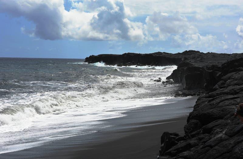 Praia preta da areia, ilha grande de Havaí imagens de stock royalty free