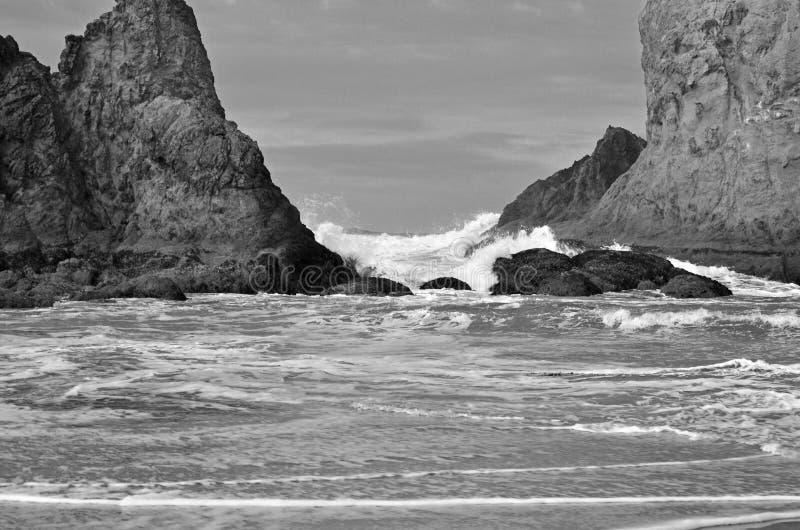 Praia, preto e branco foto de stock royalty free
