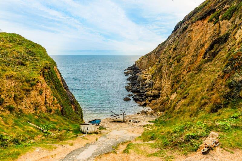 Praia privada surpreendente na costa de Cornualha imagens de stock royalty free