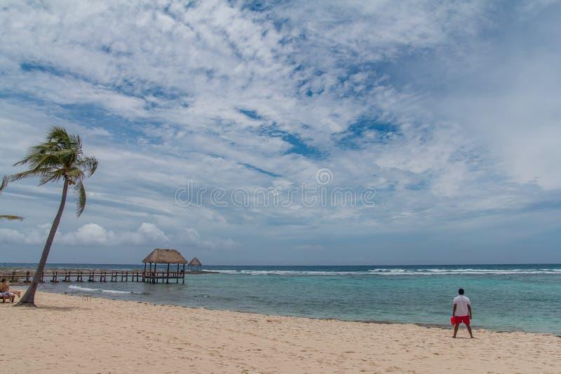 Praia quieta do mar das caraíbas no Playa del Carmen fotos de stock