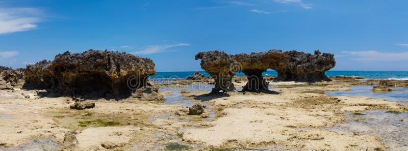 Praia rochosa em Antsiranana, Diego Suarez, Madagáscar fotografia de stock royalty free