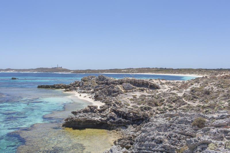 Praia rochosa na ilha de Rottnest, Austrália Ocidental, Austrália imagem de stock royalty free