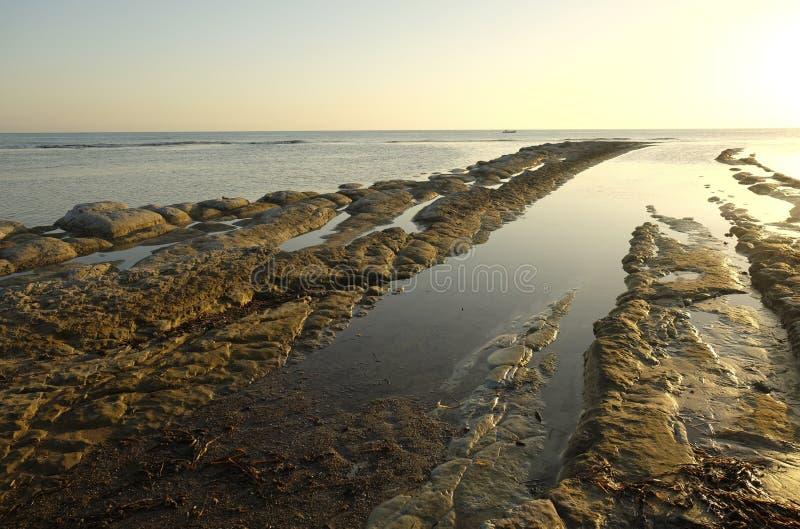 Praia rochosa perto do ` de Turchi do dei de Scala do ` em Sicília fotos de stock