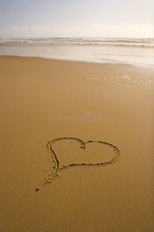 Praia romântica do amor imagens de stock
