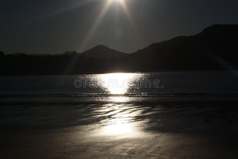 Praia San Sebastian do por do sol fotografia de stock royalty free