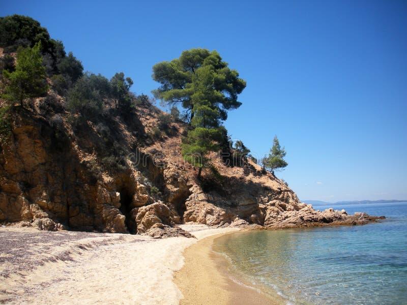 Praia selvagem em Sithonia, Grécia imagem de stock