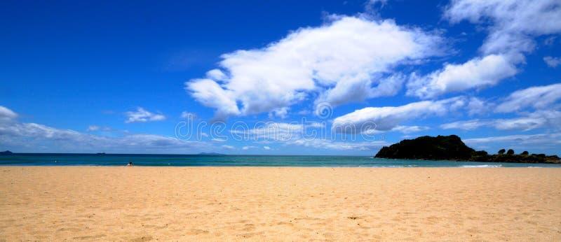 Praia sereno, Mt Manganui, louro da abundância Zeala novo imagens de stock royalty free