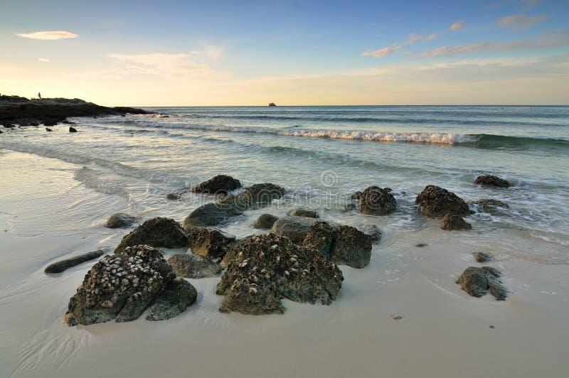 Praia silenciosa bonita imagem de stock