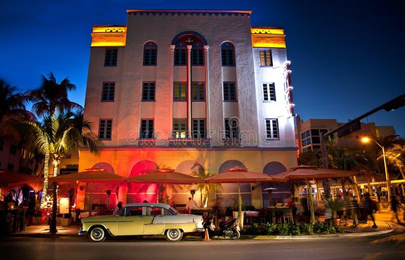 Praia sul de Miami na noite imagem de stock
