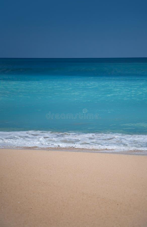 Praia surfando bonita da areia imagens de stock