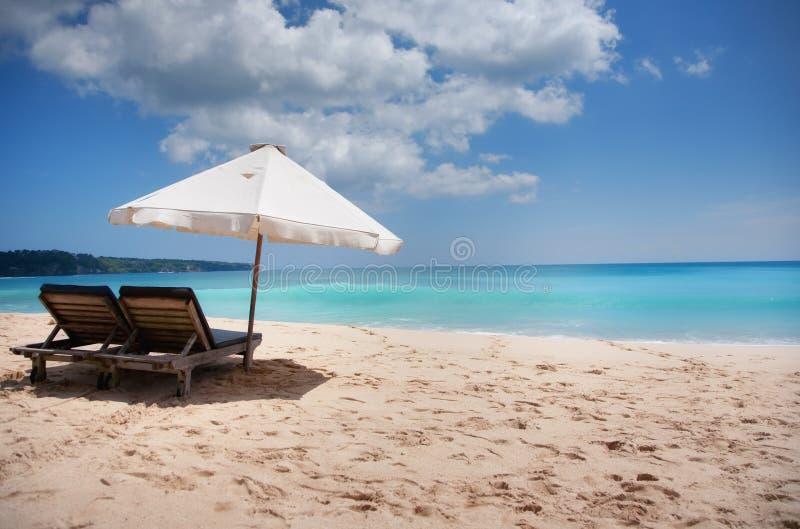 Praia surfando bonita da areia fotografia de stock