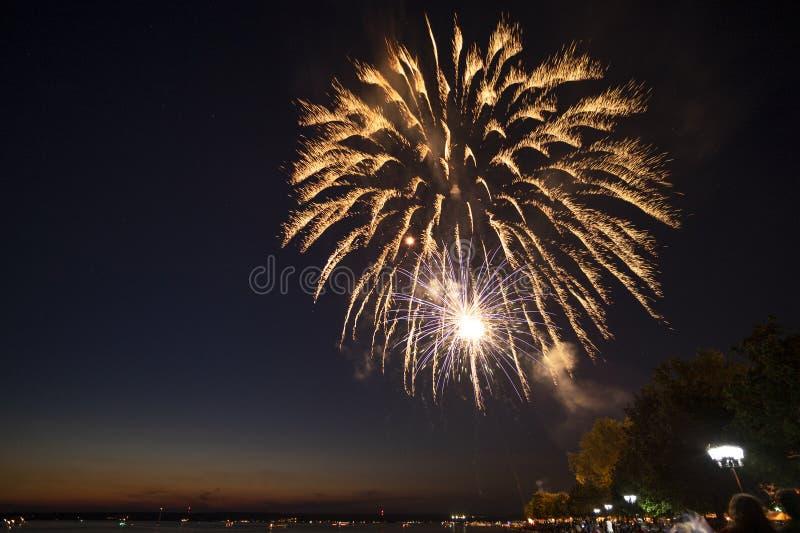 PRAIA SYLVAN, NOVA IORQUE - 3 DE JULHO DE 2019: Fogos de artifício e celebração da independência na praia de Sylvan, no lago de O fotografia de stock