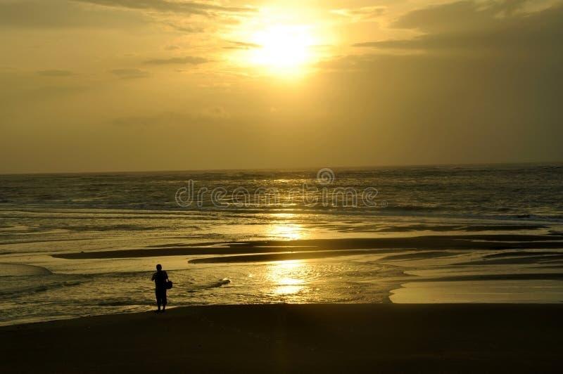 Praia Tailândia de Khao Lak do por do sol foto de stock