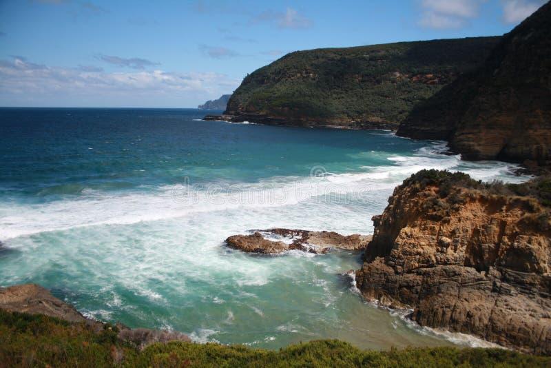 Praia tasmaniana e oceano azul imagens de stock