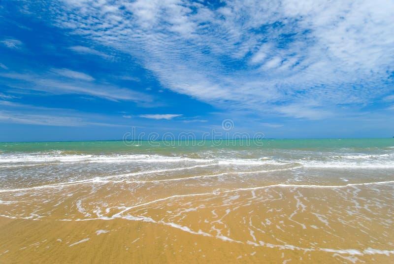 Praia tropical bonita imagens de stock