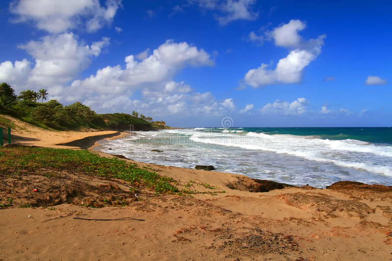 Praia tropical bonita em Aguadilla, Puerto Rico fotos de stock
