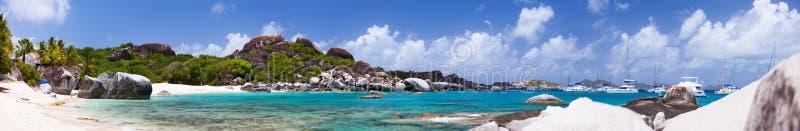 Praia tropical bonita nas Caraíbas fotos de stock royalty free