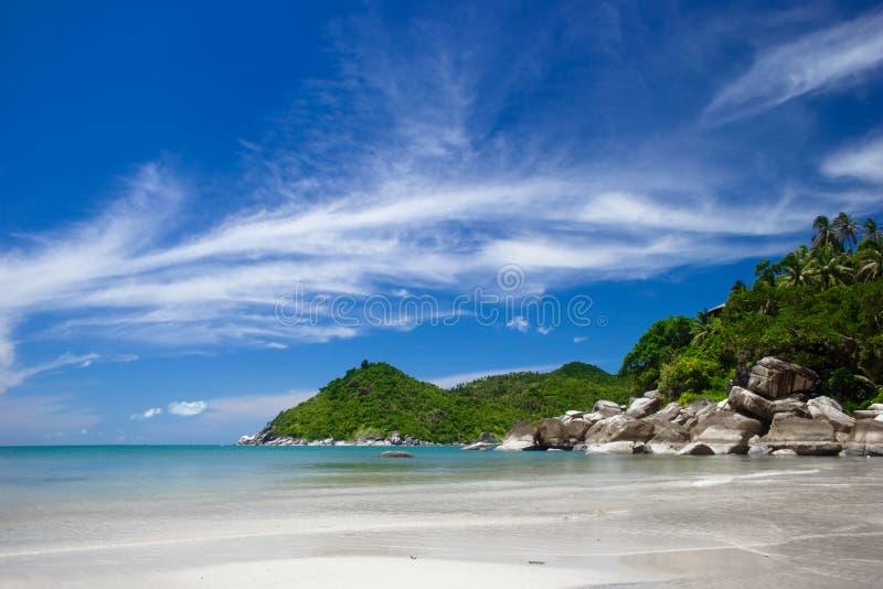 Praia tropical da areia branca imagens de stock royalty free