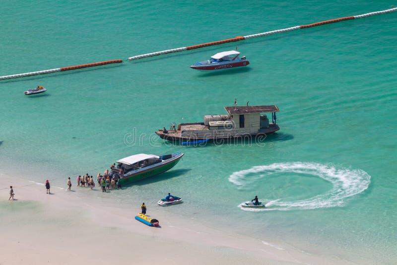 Praia tropical da ilha de Koh Larn na cidade de Pattaya, Chonburi Thailan imagem de stock royalty free