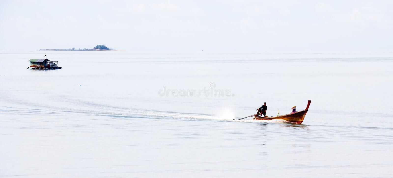 Praia tropical de Tailândia, praia da rocha da pedra de Patong Phuket fotografia de stock