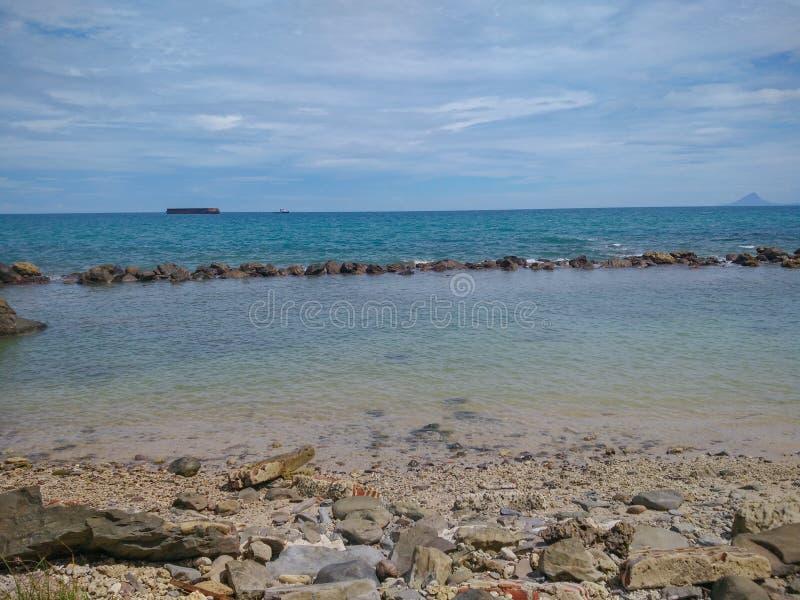Praia tropical do para?so em Indon?sia imagens de stock