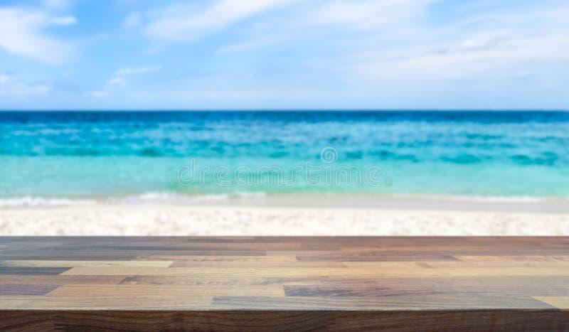 Praia tropical e oceano do paraíso borrados no fundo fotografia de stock royalty free