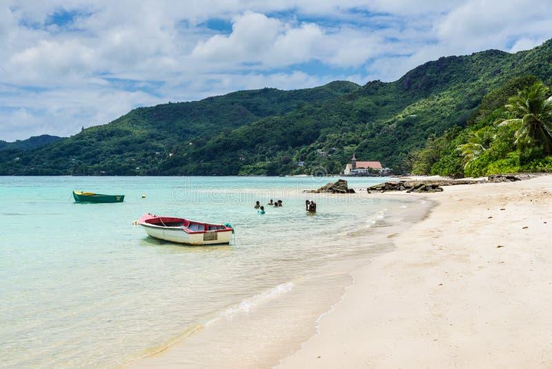 Praia tropical em Seychelles, Mahe foto de stock