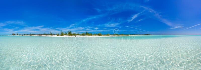 Praia tropical na ilha do Largo de Cayo imagem de stock royalty free
