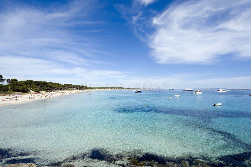 Praia tropical no ibiza foto de stock