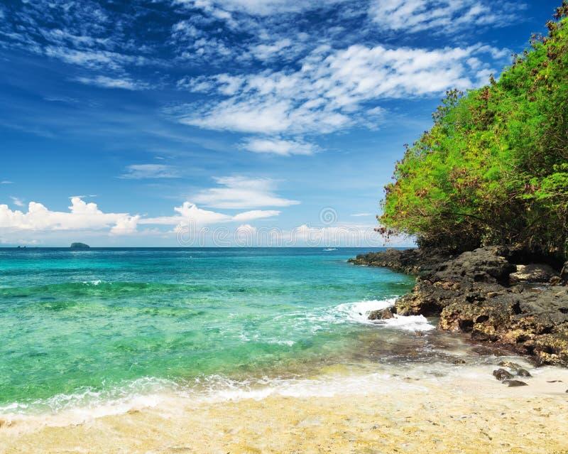 Praia tropical. Padangbai, Bali, Indonésia imagens de stock