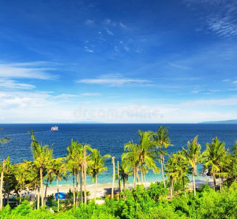Praia tropical. Padangbai, Bali, Indonésia imagem de stock