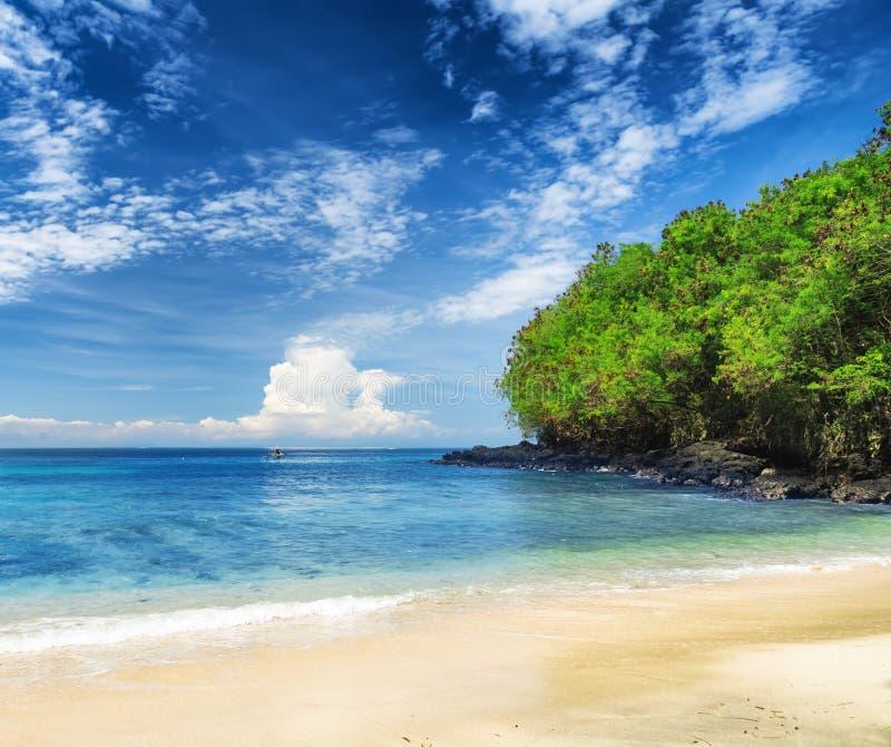 Praia tropical. Padangbai, Bali, Indonésia fotografia de stock