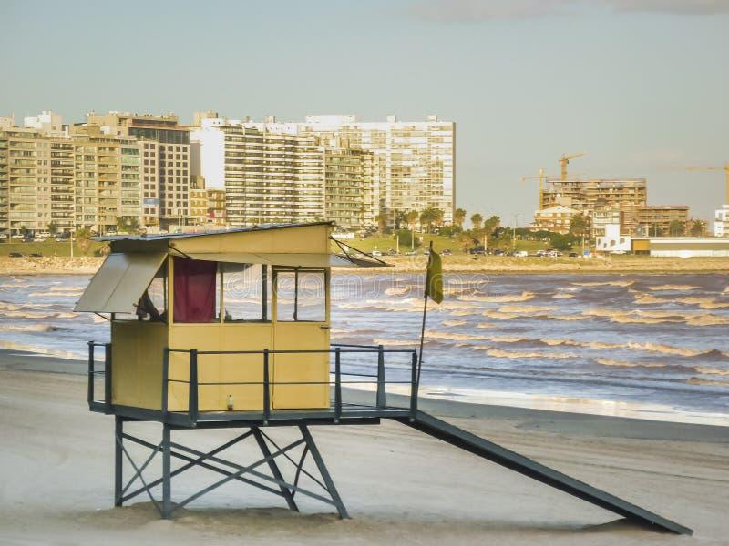 Praia vazia em Montevideo Uruguai imagens de stock
