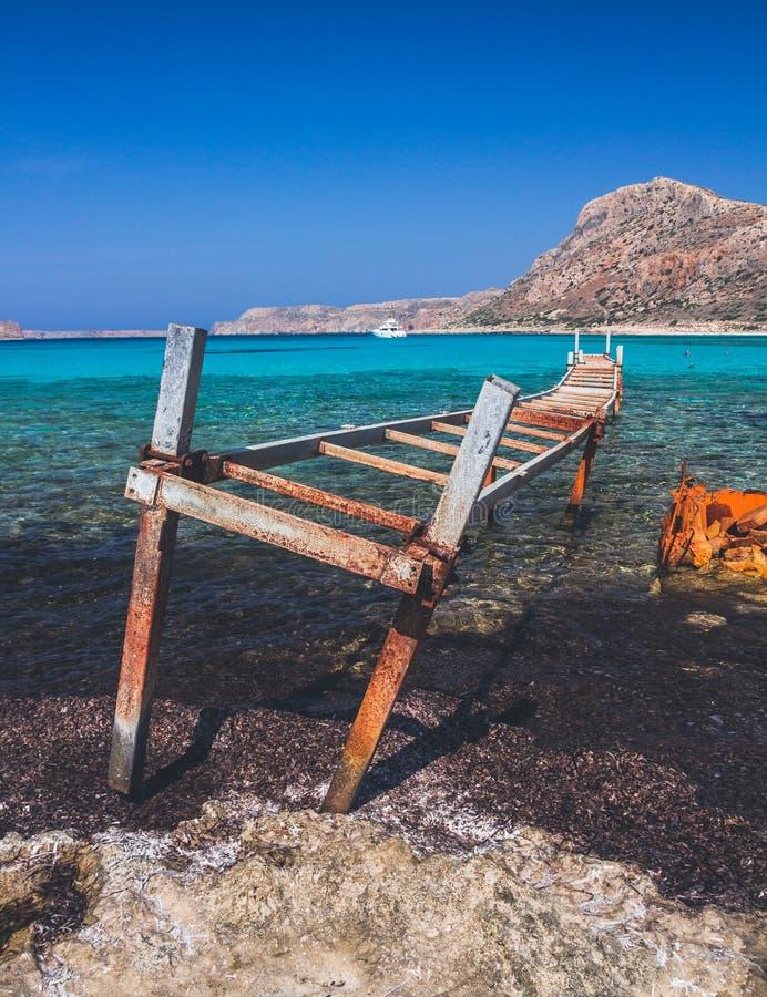Praias brancas famosas da lagoa azul, Balos, ilha da Creta fotos de stock